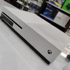 Foto Microsoft XBOX ONE S 500GB + Frete Grátis + Garantia ZG! - Seminovo